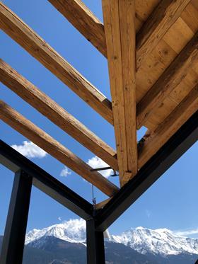 CONCEPTION ET CONSTRUCTION CHALET  MELANGE VIEUX BOIS ACIER NOIR MAT