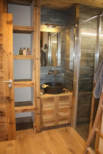 Au bois de montagne, salle de bain